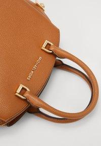 MICHAEL Michael Kors - MAXINE DOME SATCHEL - Handbag - acorn - 5