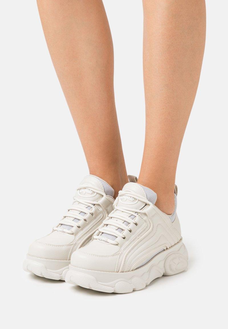 Buffalo - VEGAN QUIANA - Sneakersy niskie - cream/grey