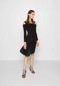 Guess - FABIANA  - Pletené šaty - jet black - 1