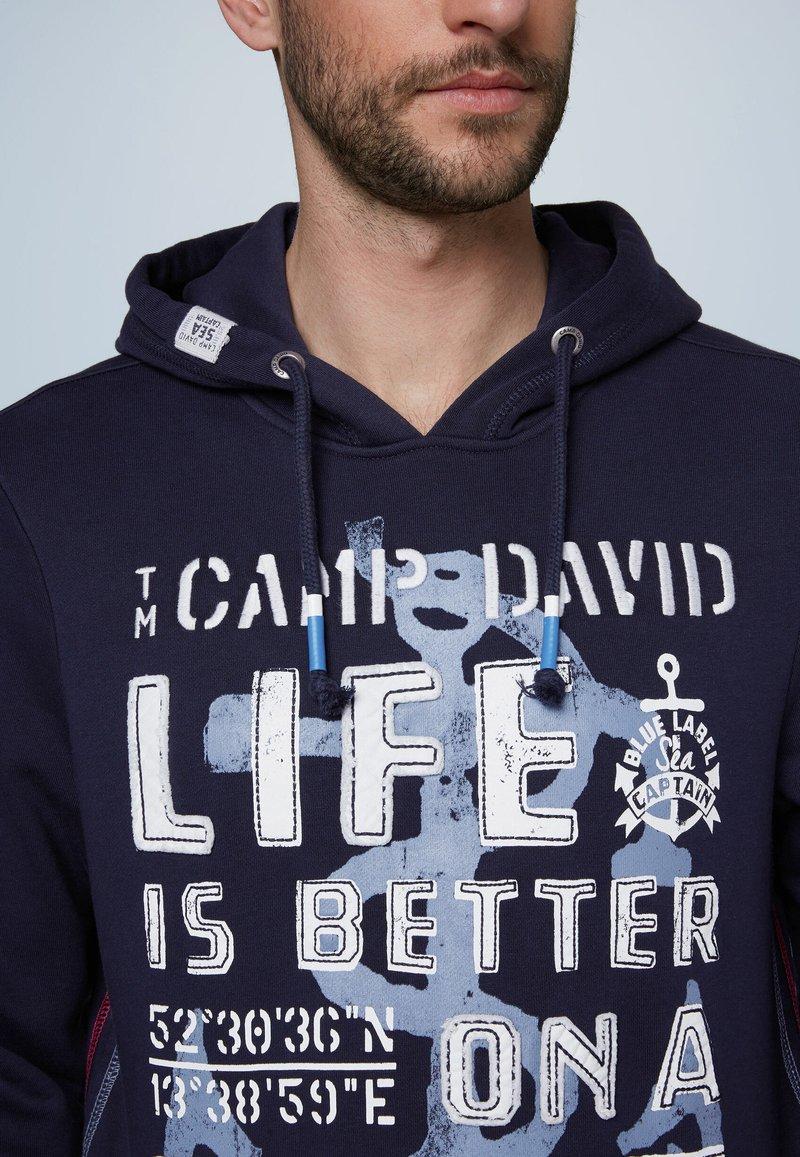 Camp David MIT GROSSEM FRONTARTWORK - Kapuzenpullover - blue/blau 5WgX88