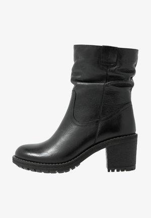 LEATHER WINTER BOOTIES - Vinterstøvler - black