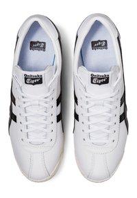 Onitsuka Tiger - Trainers - white/black - 5