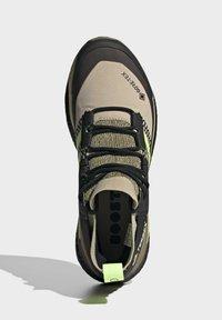 adidas Performance - TERREX FREE HIKER GORE-TEX PRIMEKNIT - Klatresko - beige - 3