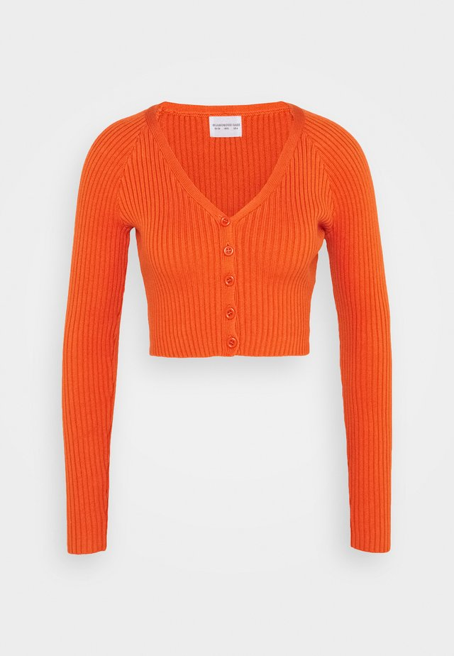 CARE RIBBED CROP CARDIGAN WITH LONG SLEEVES AND V-NECK - Sweter - rust