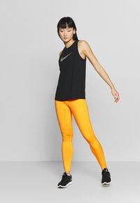 Nike Performance - ONE - Medias - laser orange/white - 1