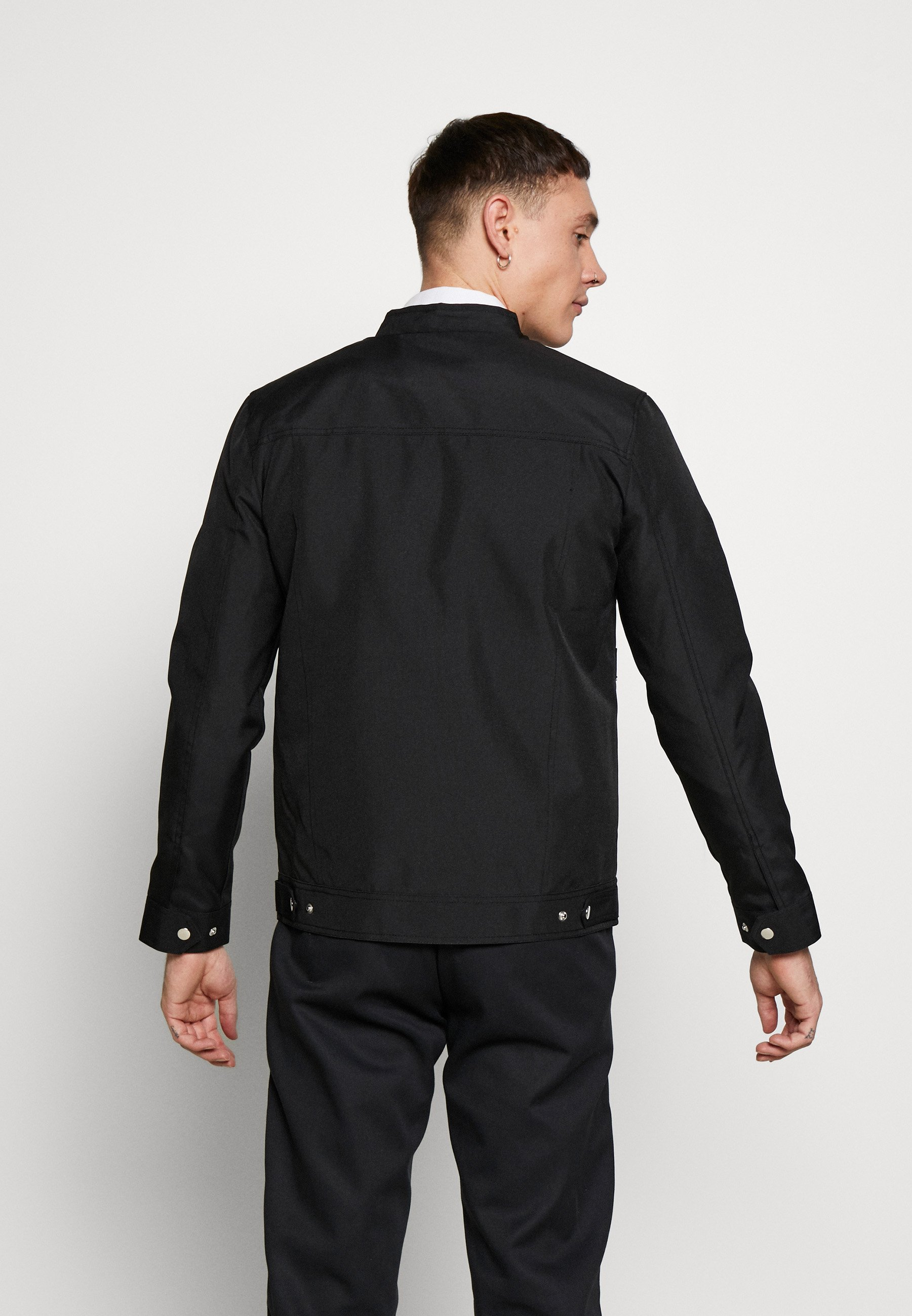 Online Miesten vaatteet Sarja dfKJIUp97454sfGHYHD Burton Menswear London RACER JACKET Kevyt takki black