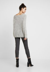 ONLY - ONLHANNA MAYE V NECK - Trui - light grey - 2