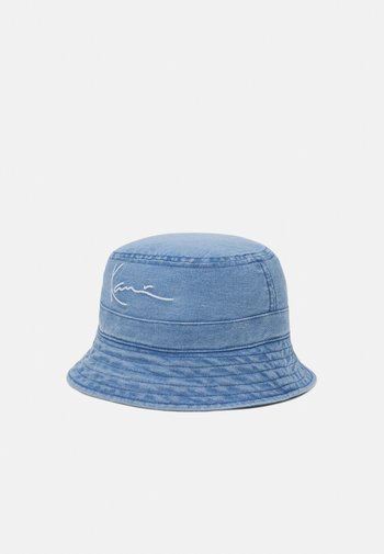 SMALL SIGNATURE BUCKET HAT