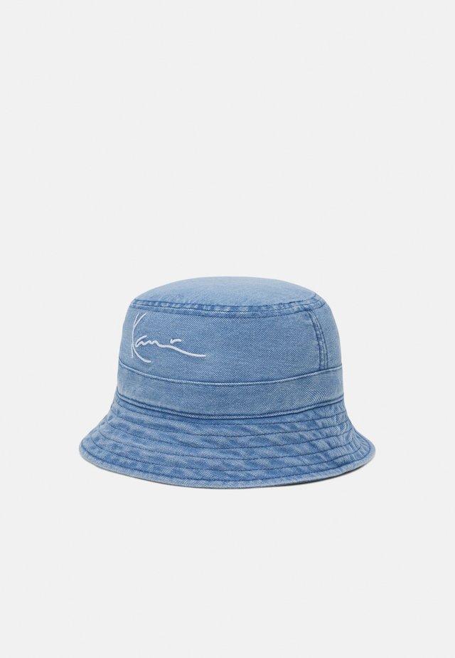 SMALL SIGNATURE BUCKET HAT - Hoed - blue