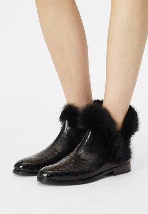 SUSAN  - Kotníkové boty - black