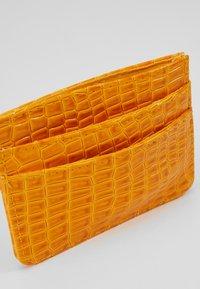 HVISK - CARD HOLDER CROCO - Lommebok - orange - 5
