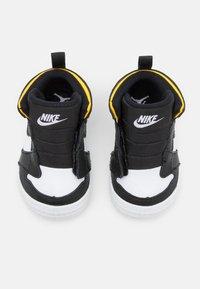 Jordan - 1 CRIB UNISEX - Sports shoes - black/white - 3