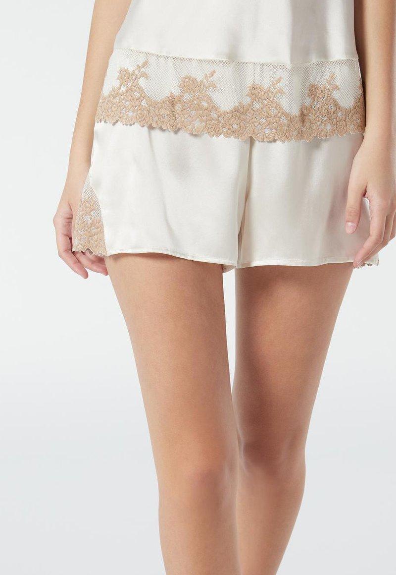 Intimissimi - PRETTY FLOWERS - Pyjama bottoms - elfenbein/ vanilla ivory/beige