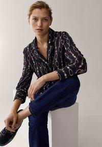 Massimo Dutti - MIT KETTENPRINT - Button-down blouse - black - 5