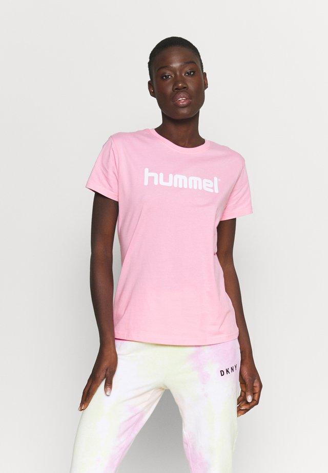 HMLGO  - T-shirts med print - cotton candy