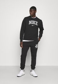 Nike Sportswear - RETRO PANT - Träningsbyxor - black - 1