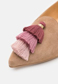 Chatelles - ISIDORE - Slip-ons - sand - 6
