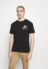 Nominal - FLORAL TEE - Print T-shirt - black - 0