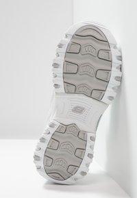 Skechers - D'LITES - Sneaker low - white/silver - 4