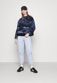 G-Star - LOOSE FIT CAMO CREWNECK - Sweater - faze blue multi - 1