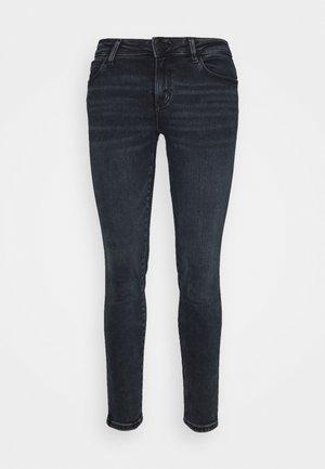 CURVE - Skinny džíny - boogie