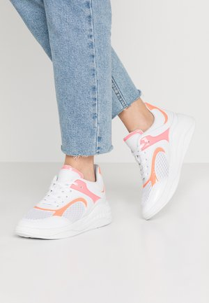 SAUCEY - Trainers - white