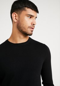 Burton Menswear London - CORE CREW - Jumper - black - 4