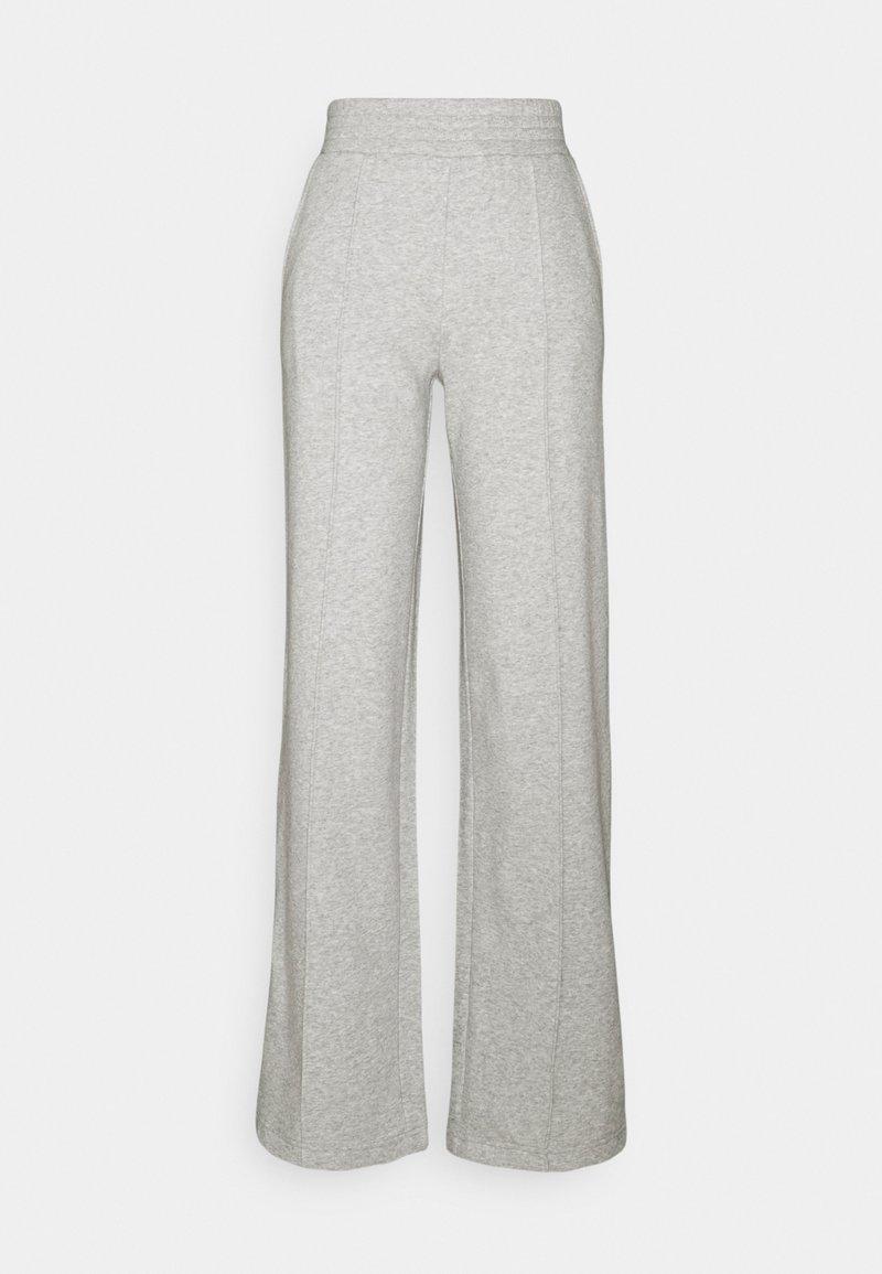 Pieces Petite - PCCHILLI WIDE PANTS - Tracksuit bottoms - light grey melange