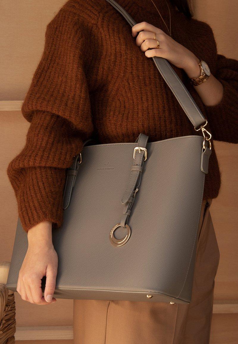 Violet Hamden - Handbag - grau