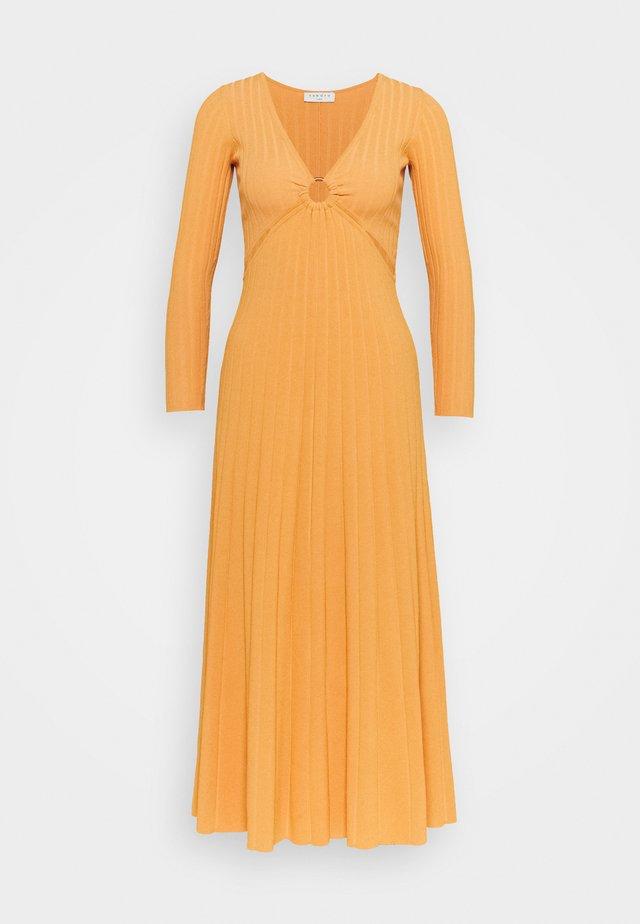Długa sukienka - orange