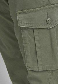 Jack & Jones - DRAKE ZACK - Cargo trousers - dusty olive - 6