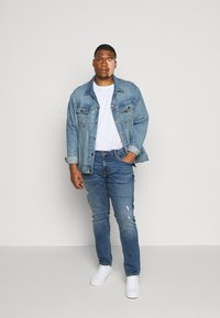 URBN SAINT - USGENEVE DESTROY - Slim fit jeans - nova blue - 1