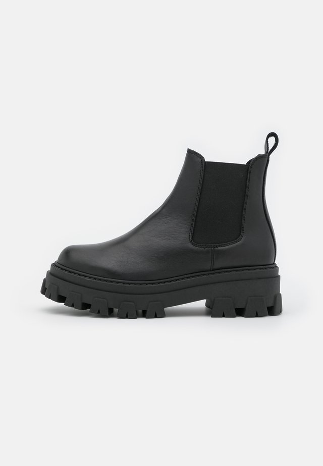 ASSURE CHUNKY CHELSEA BOOT - Platåstøvletter - black