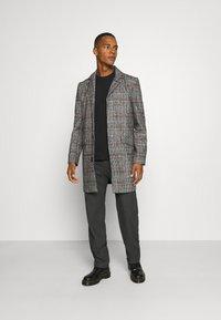 Another Influence - EVERETT CHECK OVERCOAT - Short coat - grey - 1