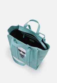 KARL LAGERFELD - IKONIK BIARRITZ TOTE - Handbag - smoked blue - 3