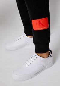 Calvin Klein Jeans - BADGE PANT - Tracksuit bottoms - black - 5