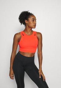 Nike Performance - AEROSWIFT CROP - Funktionsshirt - bright crimson/black - 3