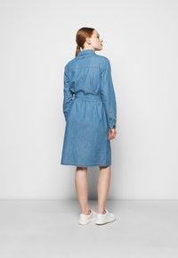 Barbour - TYNEMOUTH DRESS - Sukienka jeansowa - authentic wash - 2
