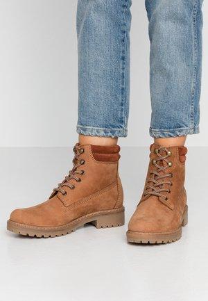 LEATHER WINTER BOOTS - Zimní obuv - cognac