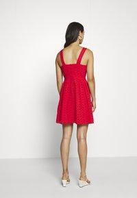 Superdry - BLAIRE BRODERIE DRESS - Denní šaty - apple red - 2