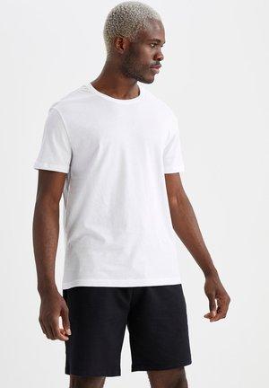 REGULAR FIT  BASIC  - T-paita - white