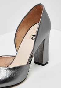 myMo at night - Tacones - grey metallic - 6