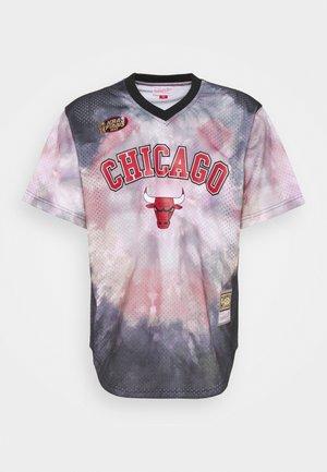 NBA CHICAGO BULLS TIE DYE - Klubbkläder - multi