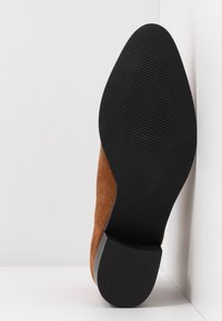 Bianco - BIADARLEY V-CUT - Ankle boots - cognac - 6