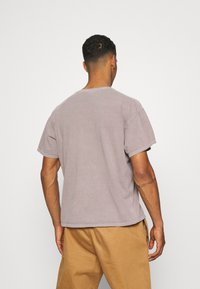 BDG Urban Outfitters - TEE UNISEX - Basic T-shirt - stone - 2