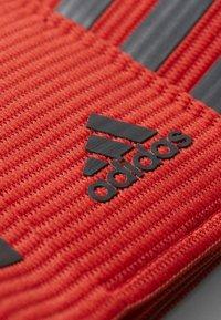 adidas Performance - FOOTBALL CAPTAIN'S ARMBAND - Accessoires - Overig - scarlet/dark grey - 3