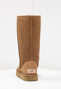 UGG - CLASSIC II - Boots - chestnut - 4