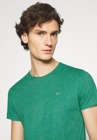 Tommy Jeans - ESSENTIAL JASPE TEE - T-shirt basic - midwest green - 4