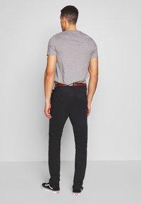 INDICODE JEANS - GOVER - Chino kalhoty - black - 2