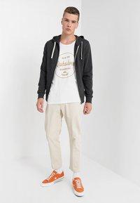 Jack & Jones - JJEHOLMEN - Zip-up hoodie - dark grey melange - 1